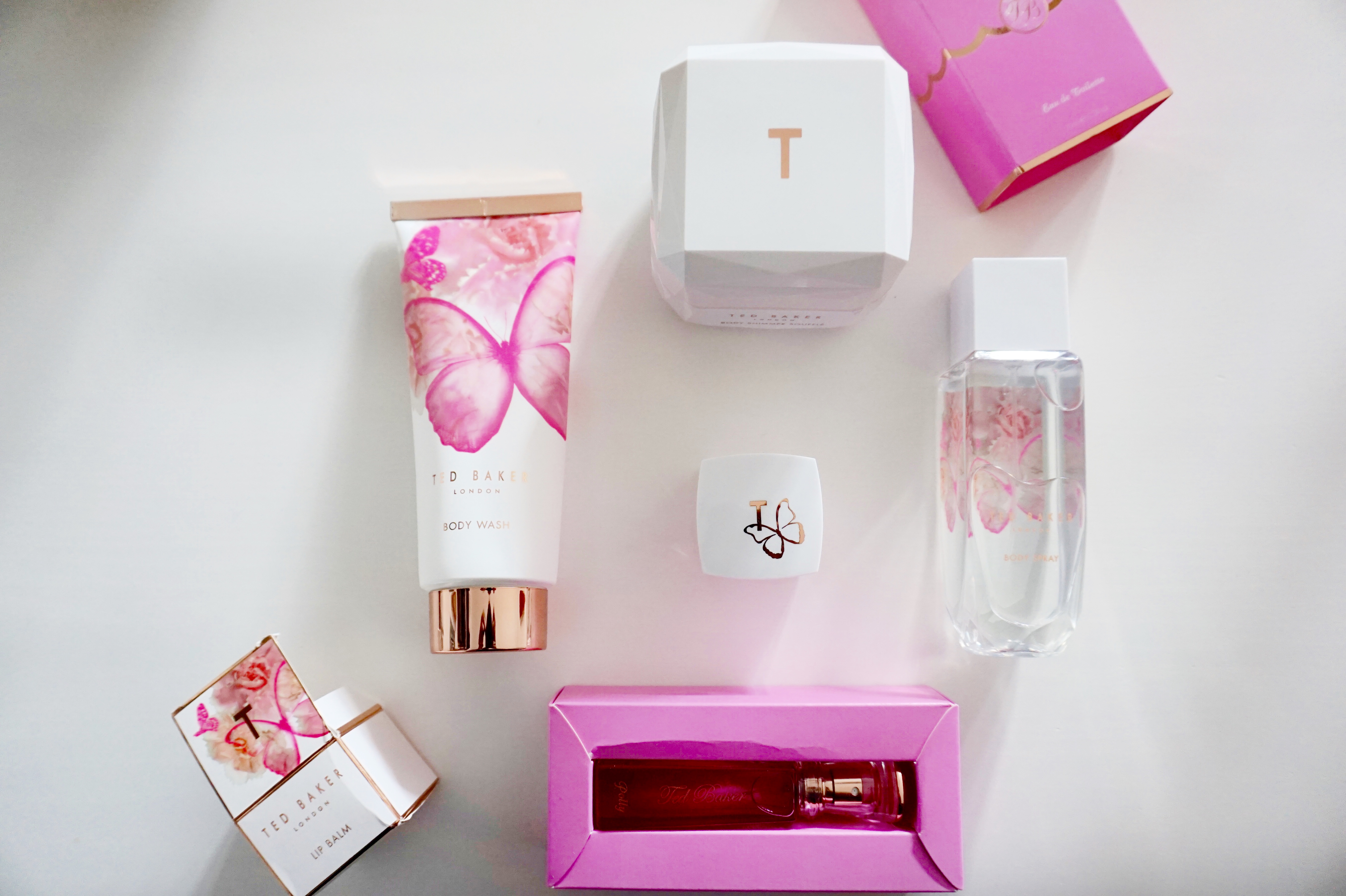 ted-baker-fit-for-a-queen-pink-white-vanity-case-raychels-says